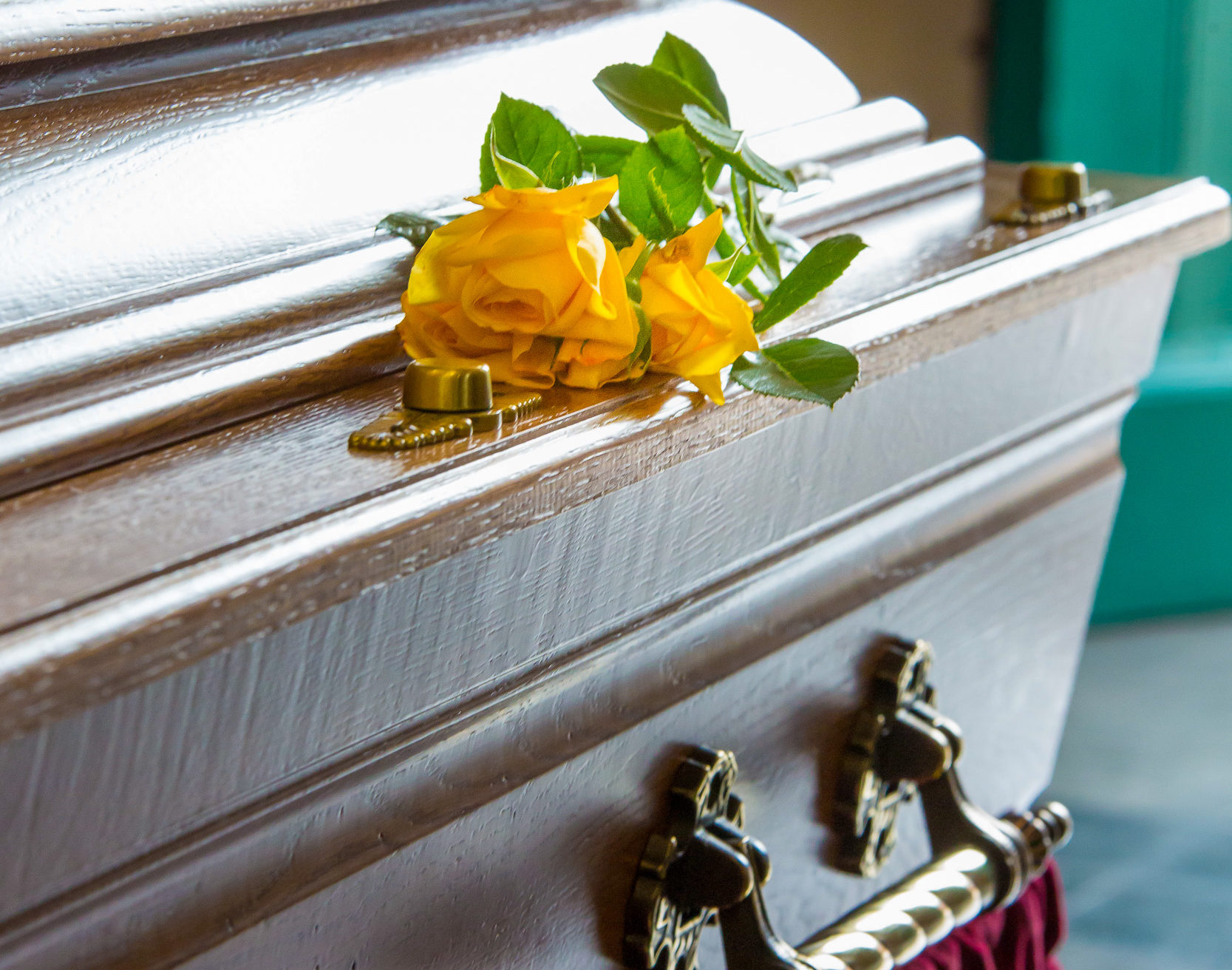 cercueil blanc et service de qualité avec le pompes funèbres bricout
