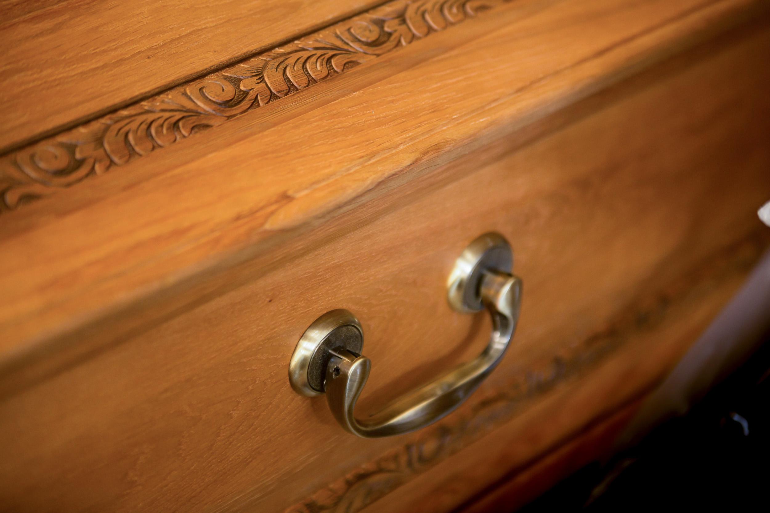 cercueil en chêne fabriqué main par les pompes funèbres de caudry bricout